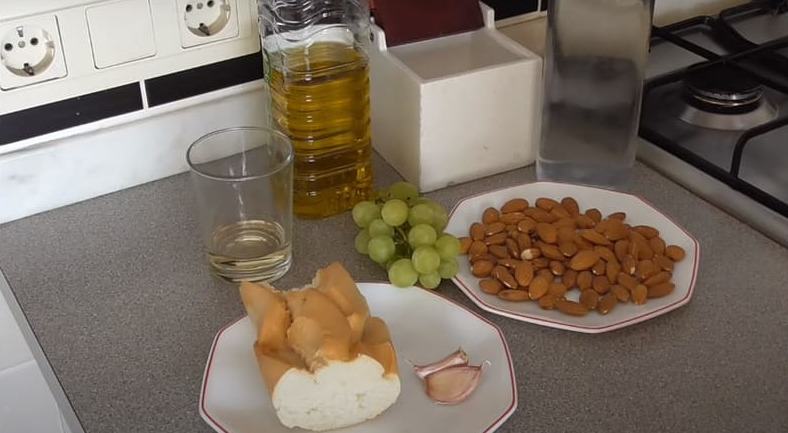 Как приготовить холодный крем суп с виноградом и дыней
