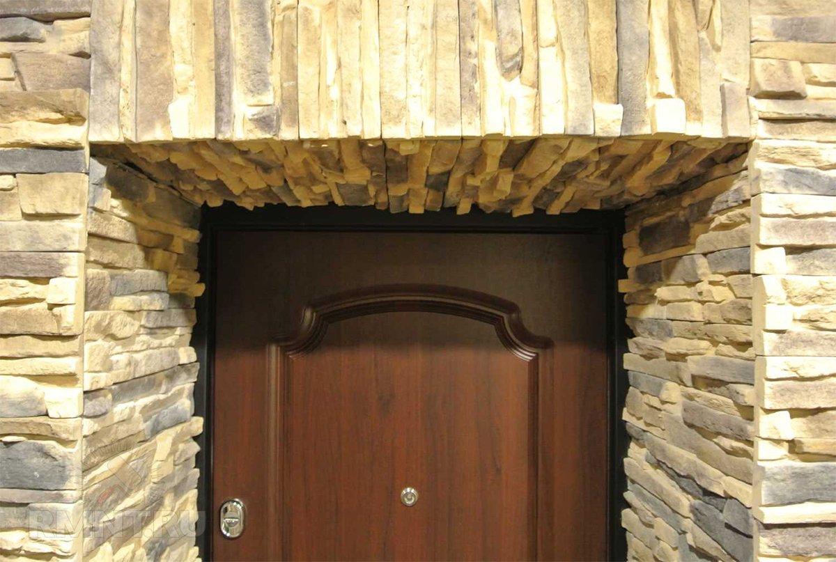 Отделка дверного проёма искусственным камнем